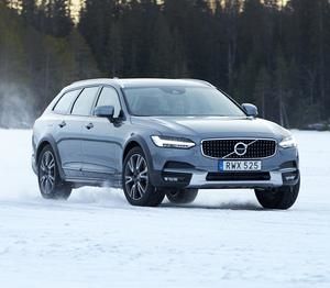 Volvo V90 Cross Country Review : All Details